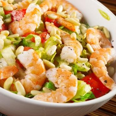 Salata cu creveti si dressing de iaurt 250gr