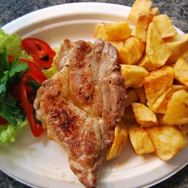 Ceafa de porc la gratar cu cartofi prajiti- 150gr/200
