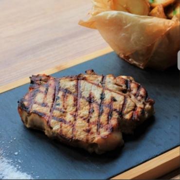 Muschi file de porc la gratar cu cartofi prajiti 150gr/200gr