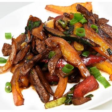 Muschi de vita la tigaie cu legume – 150gr/150gr