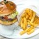 Hamburger cu cartofi prajiti 300/150gr